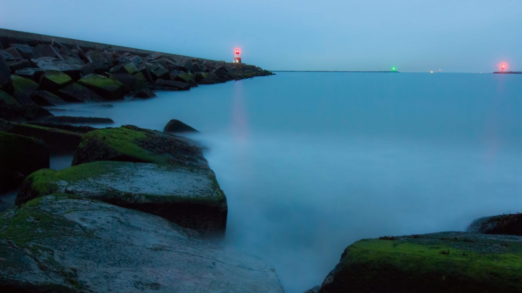 Breakwater at the blue hour bulb exposure tips