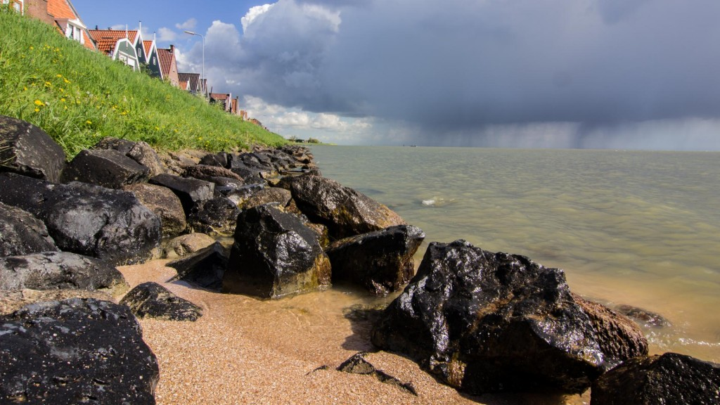 Rain and Sun in Volendam @Vlad Stawizki F22 – 1/30s – ISO 250 – 24mm